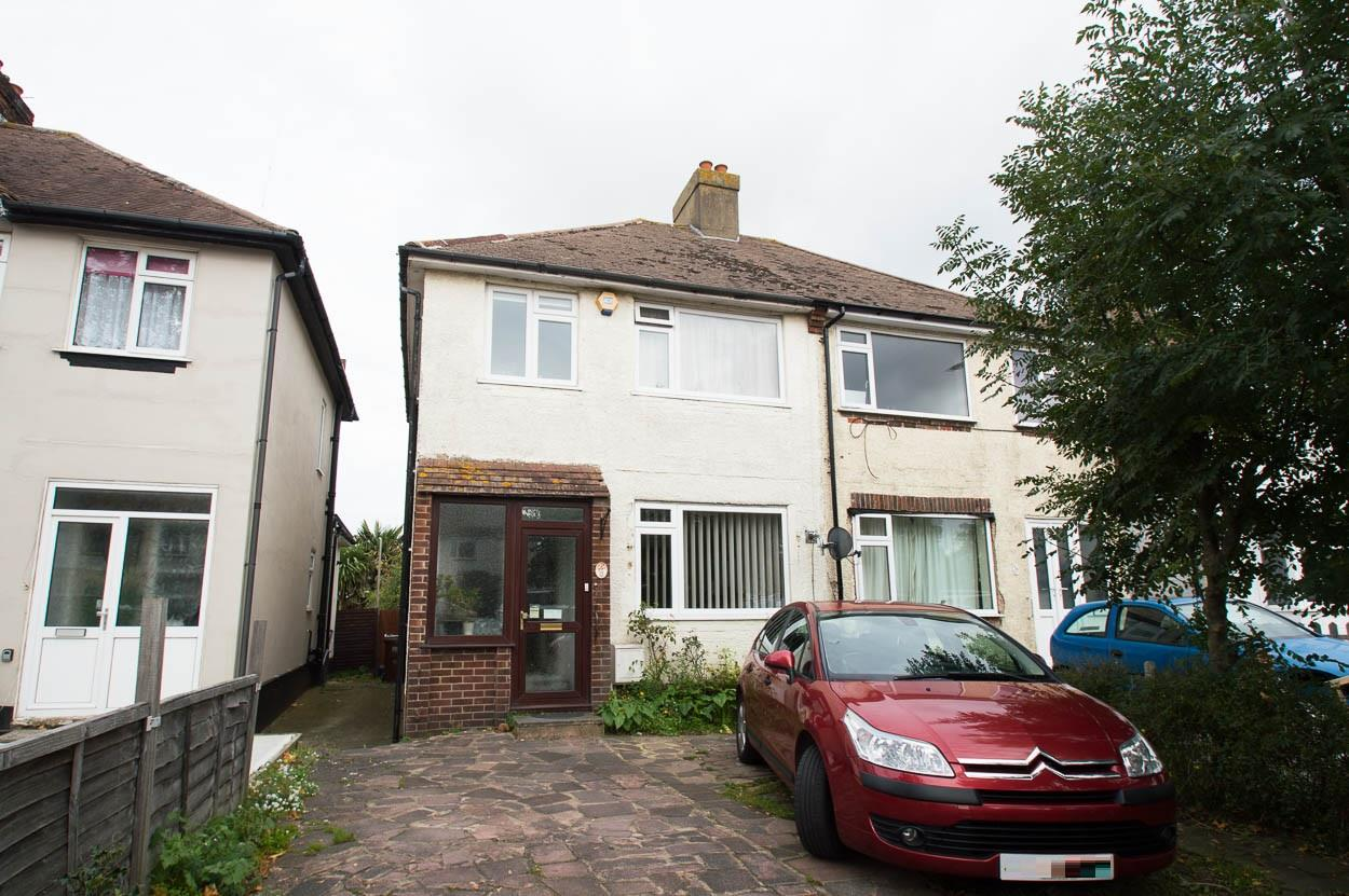 3 Bedrooms Semi Detached House for sale in Lottbridge Drive, Eastbourne